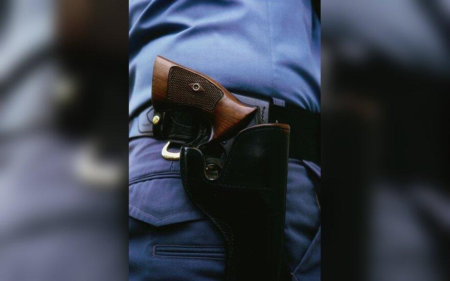ginklas kišenėje, policija