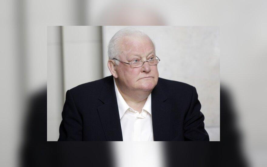 Prezidentui A.Brazauskui - LTOK atkūrimo dvidešimtmečio medalis