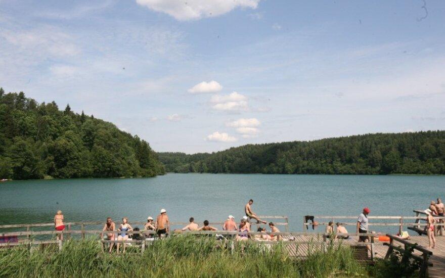 Lemtingas susitikimas prie ežero baigėsi santuoka