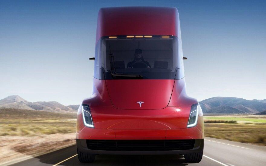 """""""Tesla"""" elektrinis sunkvežimis """"Semi"""""""