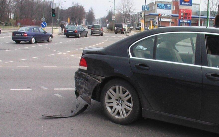 Avarijos Klaipėdoje: BMW - Audi, Peugeot - VW Golf