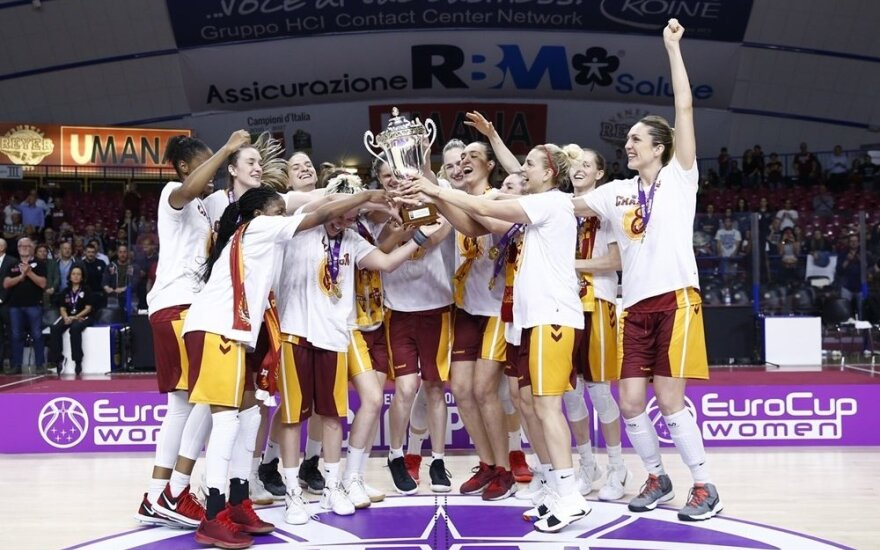 """Stambulo """"Galatasaray"""" su Gintare Petronyte iškovojo Europos taurę"""