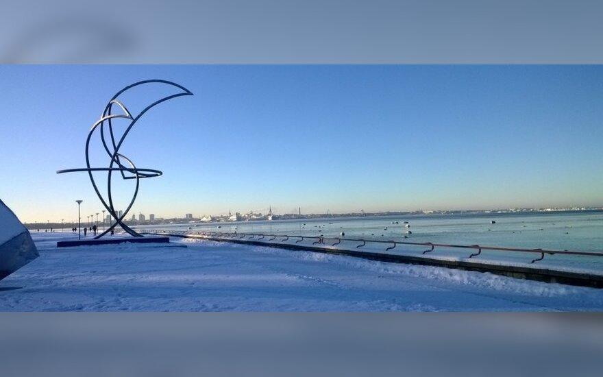 Žiema atkeliavo ir į Estijos sostinę: nuotraukų galerija