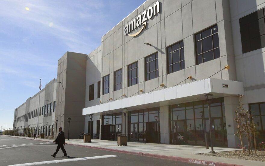 """""""Amazon"""" rinkos kapitalizacija pirmą kartą viršijo 900 mlrd. JAV dolerių"""