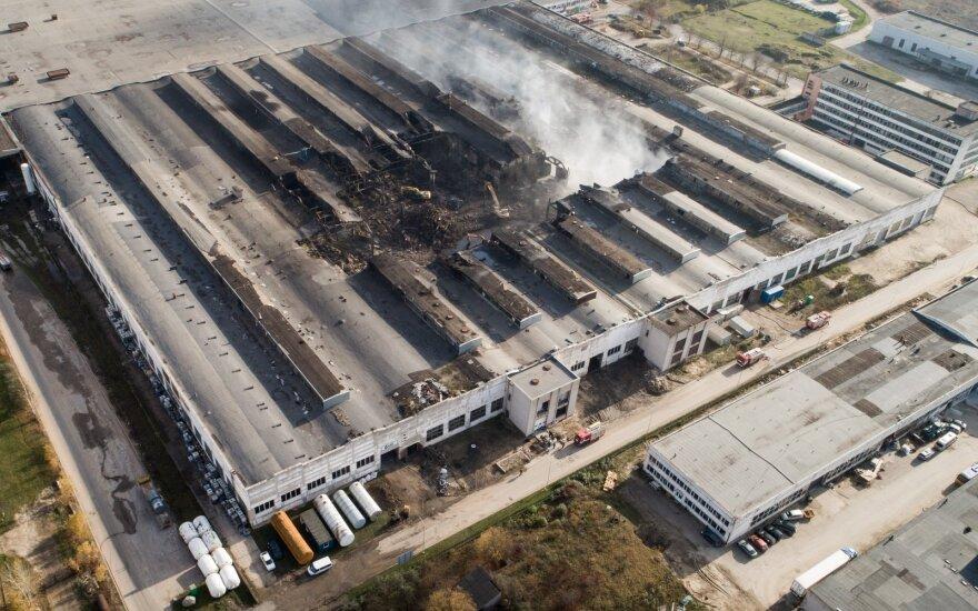 Gaisras Alytuje gali būti tik repeticija: dar 6 padangų gamyklos tiksi kaip bombos
