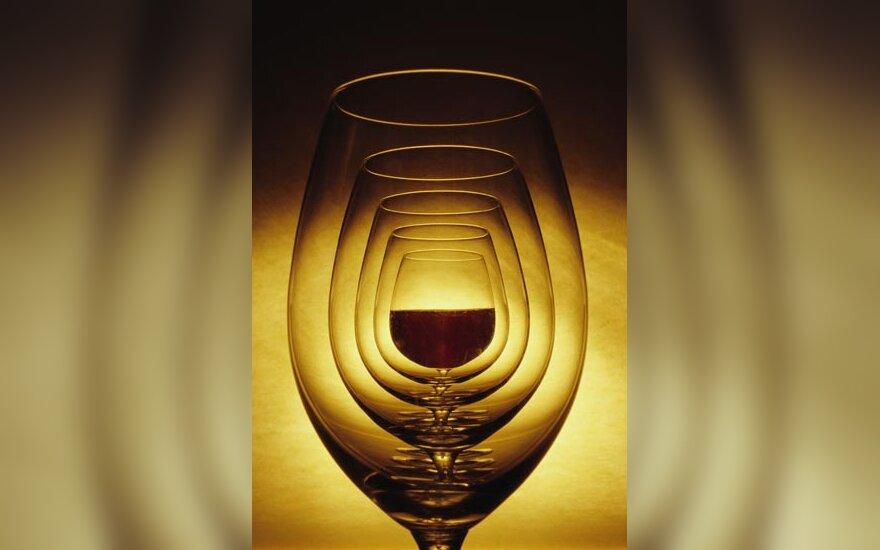 Vyno taurės, vynas, alkoholis
