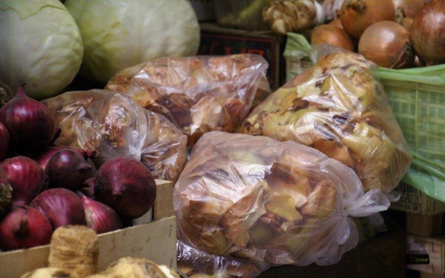 Svogūnų lukštai tapo populiaria preke: žmonės perka ir nė nesidera