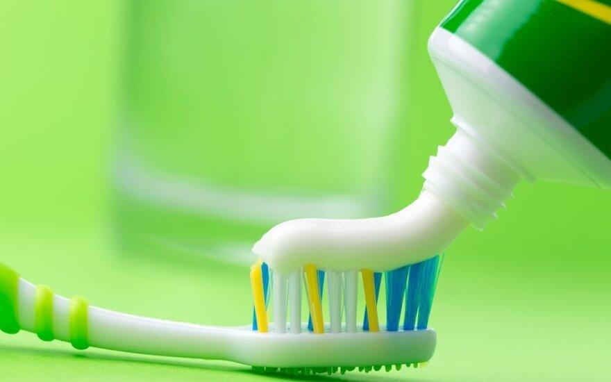Dantų pasta – ne tik dantims valyti. 14 gudrybių, kaip ją dar panaudoti