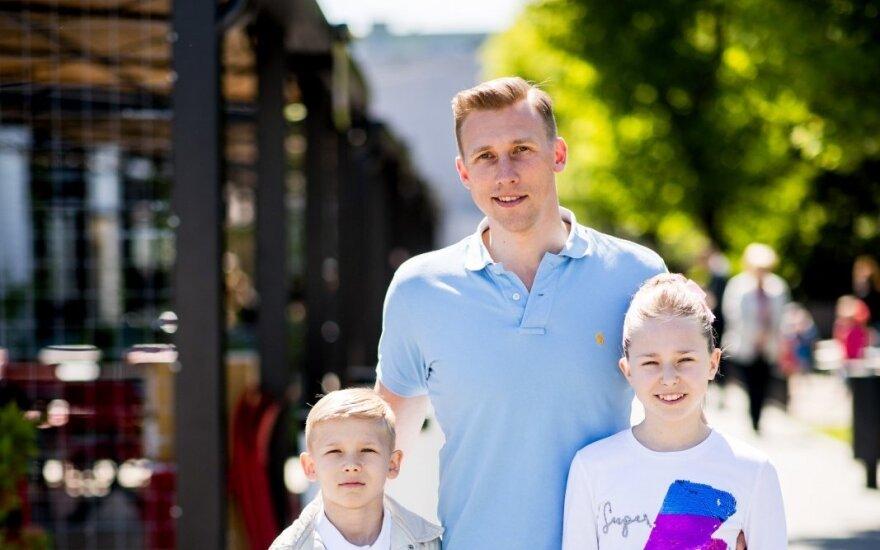 Aivaras Stumbras su vaikais