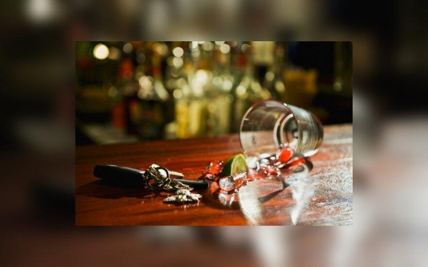 Rusijos vairuotojams uždrausta vartoti alkoholį ir slėpti automobilių numerius