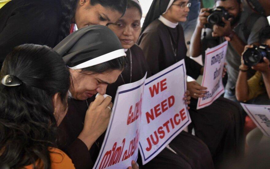 Indų vyskupas apkaltintas nuolatiniu vienuolės žaginimu