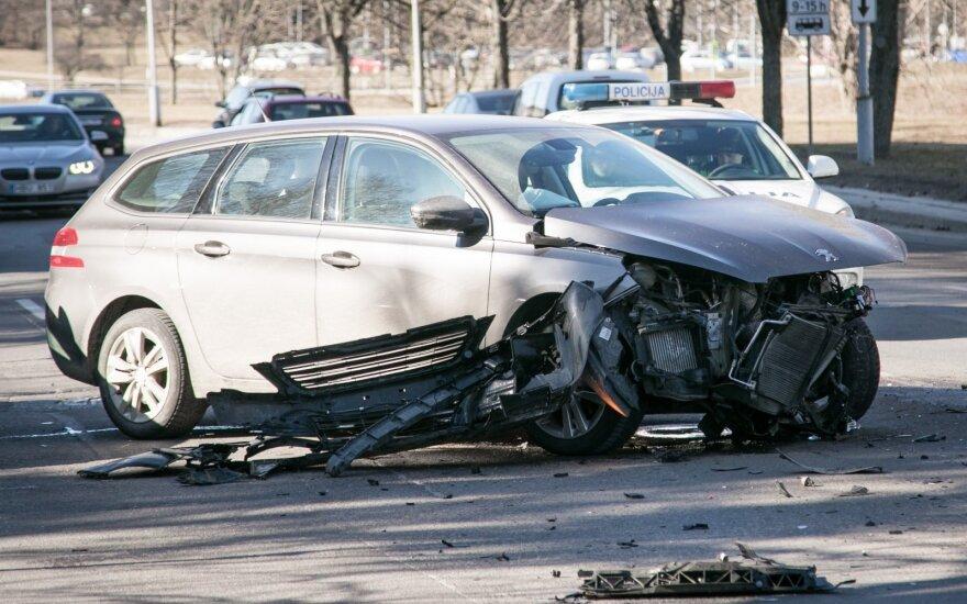 Per avariją Vilniaus centre sužalota moteris išvežta į ligoninę