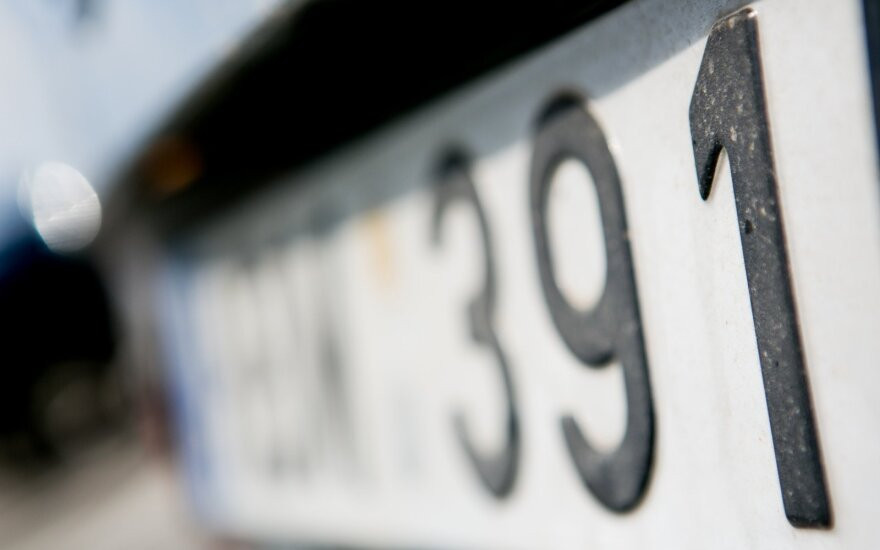Nustebino nematyti lietuviški automobilių numeriai: ilgą laiką uždraustos raidės jau ant mašinų