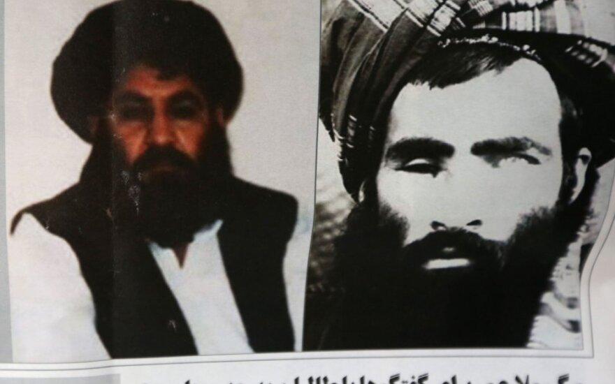Mula Akhtaras Mansooras (kairėje)