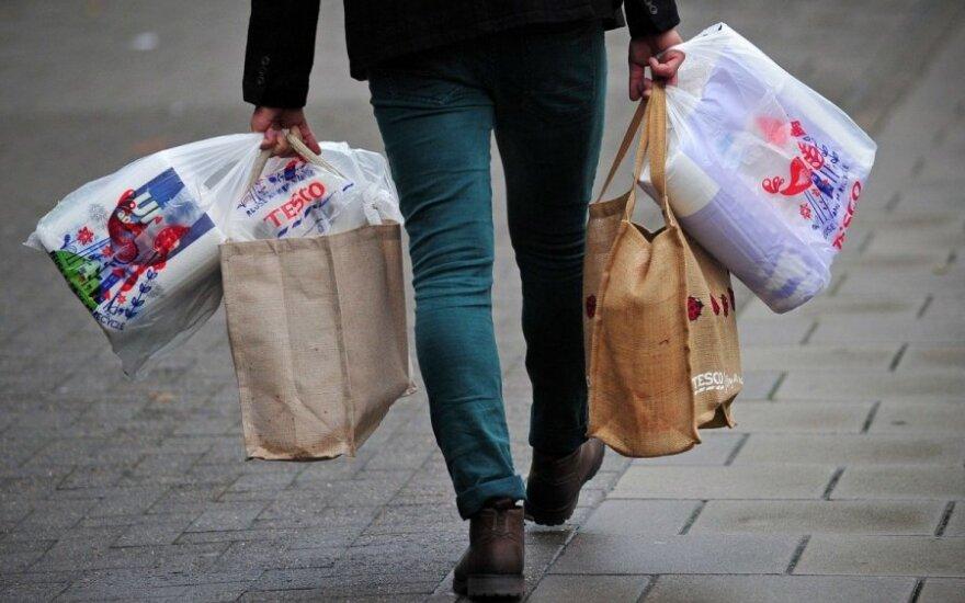 Prasideda kova su plastikiniais pirkinių maišeliais