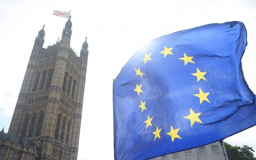 """""""Brexitas"""" gali baigtis visišku fiasko: muitai kirstų labai skaudžiai"""