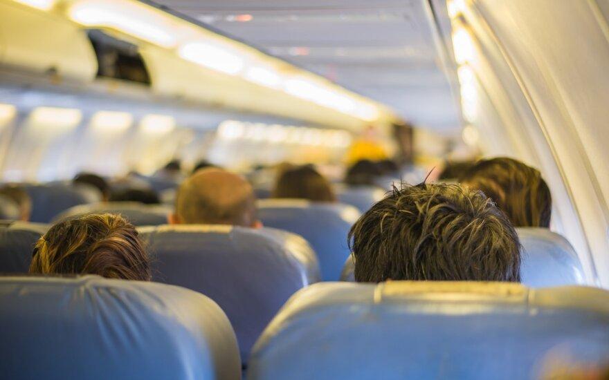 Penkiolikmetė, padėjusi aklam ir kurčiam lėktuvo keleiviui, socialiniuose tinkluose vadinama angelu