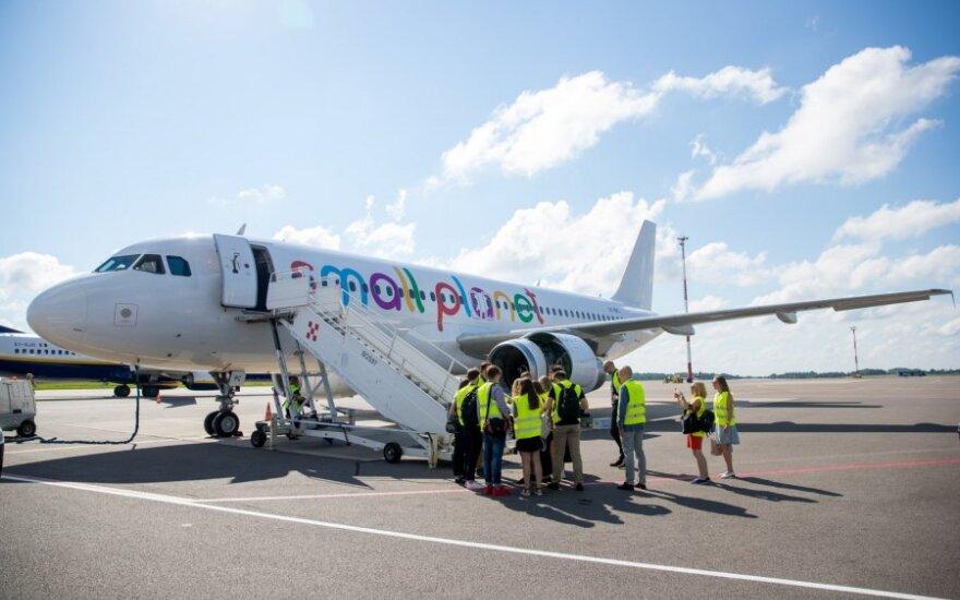 """Po nesėkmių virtinės """"Small Planet Airlines"""" neigė versijas apie lėktuvų senumą"""