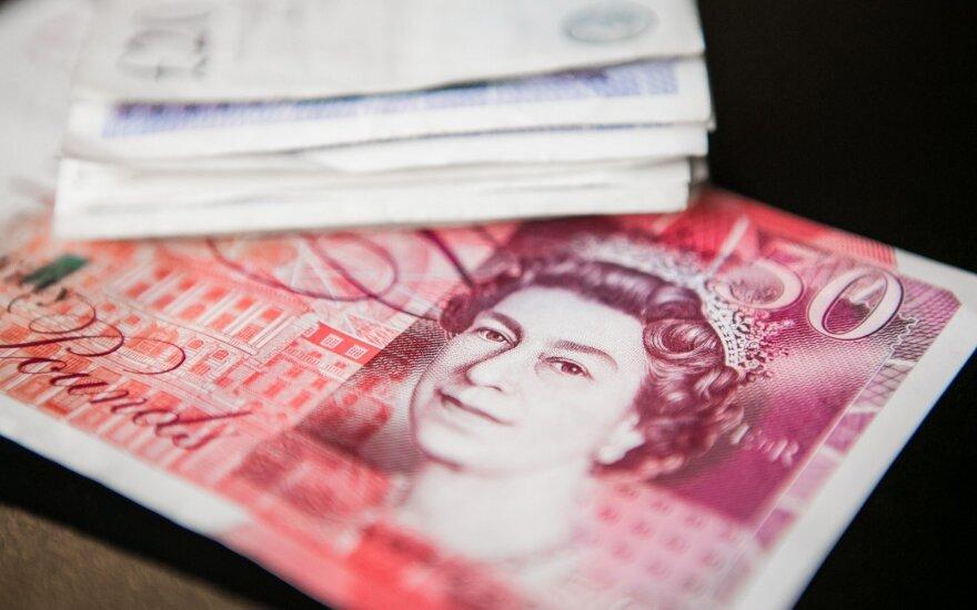 Britų policija išsiaiškino neįprastą elgesį – gatvėse paliekamų pinigų paslaptį