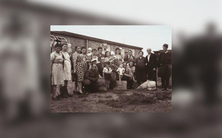 Polish-Jewish Displaced Persons in a Camp near Zeilsheim in 1946. Curtesy of USHMM Washington