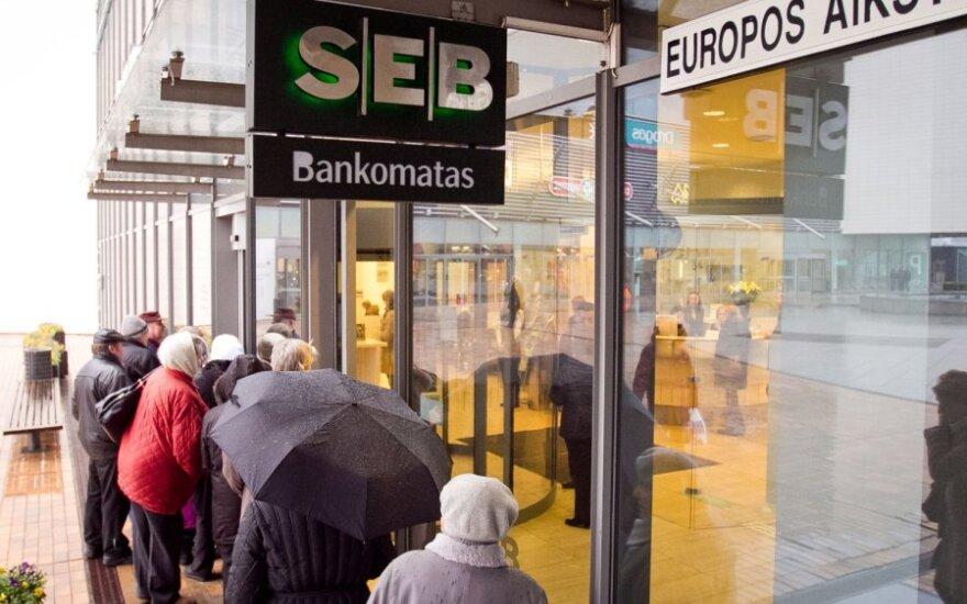 SEB klientams už dalį paslaugų teks mokėti daugiau