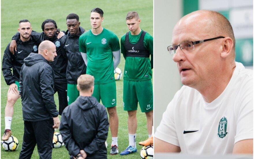 """Valdas Urbonas (dešinėje) ir """"Žalgirio"""" futbolininkai"""