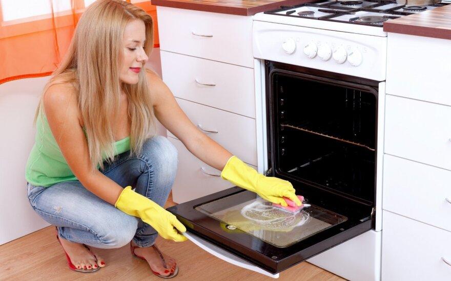 Paprasčiausias ir efektyviausias būdas išvalyti riebalus ir svilėsius orkaitėje
