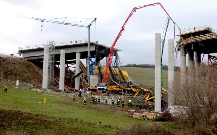 Slovakijoje sugriuvo tiltas