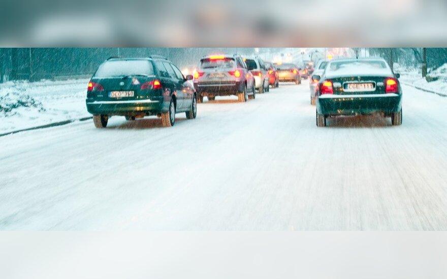 """Vilkikų ir mikroautobuso susidūrimas sutrikdė eismą """"Via Baltica"""""""