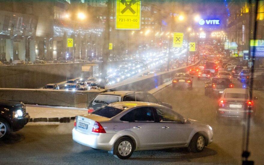 Rusijoje nuspręsta į visus automobilius įdiegti juodąsias dėžes