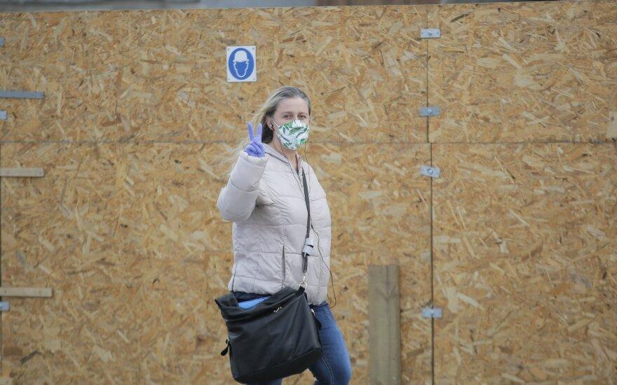 Mušame COVID-19 rekordus, o lietuviai ir toliau tiki, kad nei karantinas, nei apsauginės kaukės nepadeda
