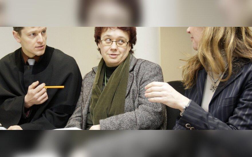Irena Kliobavičiūtė (kairėje) ir Diana Sabaliauskienė su advokatu