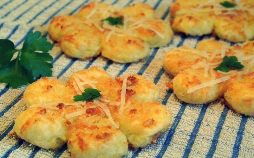 Bulvių blyneliai, pagardinti sūriu