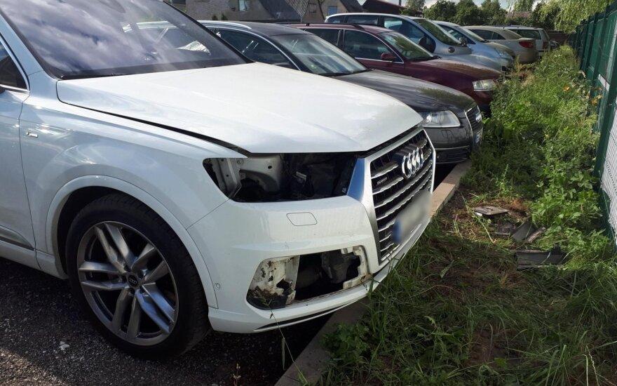 """Kauno oro uosto aikštelėje vagys suniokojo """"Audi Q7"""""""