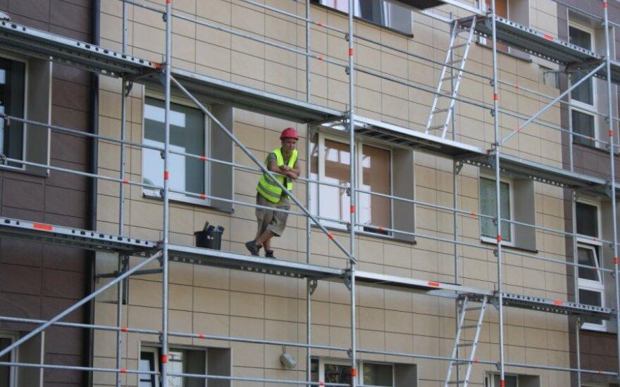 Biržų gyventojai piktinosi Darbo biržos atsiųstais statybininkais