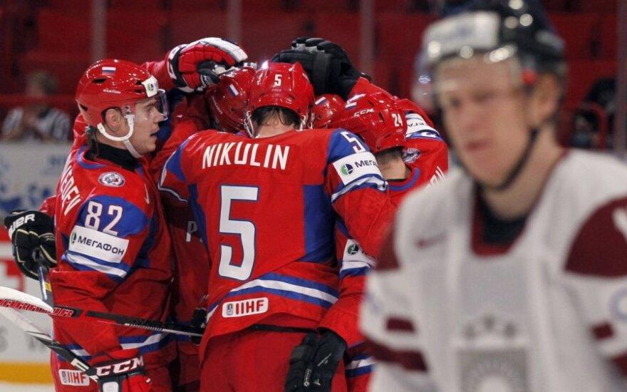 Rusai įveikė Latvijos ledo ritulininkus