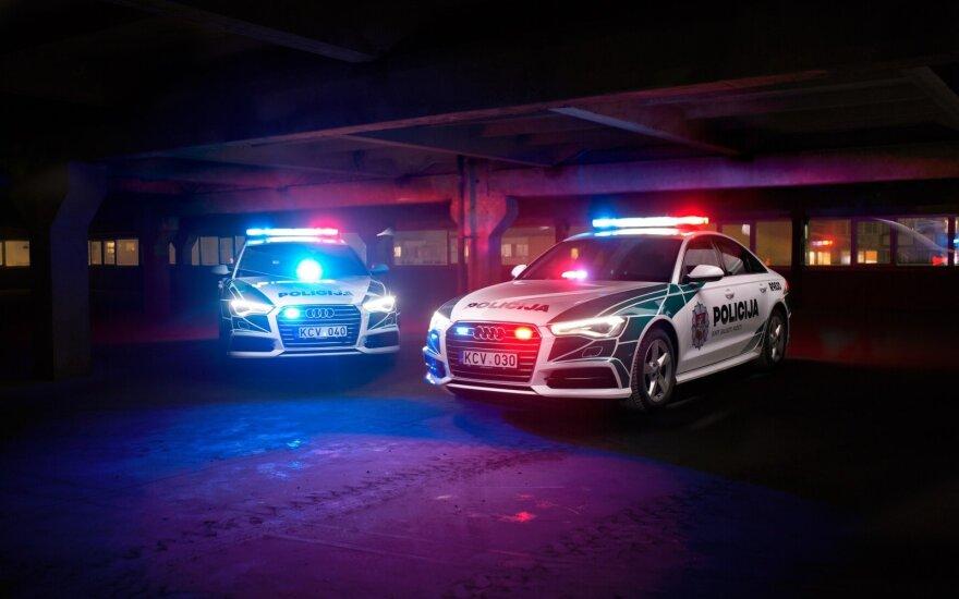 Profesionalas surengė policijos automobilių fotosesiją. Giedriaus Matulaičio nuotr.