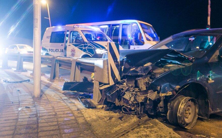 Girto vairuotojo žygis per Vilniaus centrą: daužė viską, kas pakliuvo, ir vos nenuskrido į Nerį