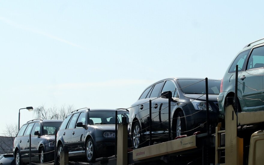 """Įpročiai nesikeičia: lietuviai sausį prisipirko naudotų """"Volkswagen"""", """"Audi"""" ir BMW"""