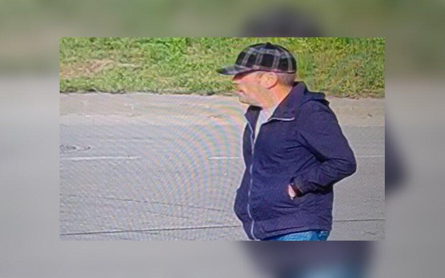 Automobilio vagystę tiriantys kriminalistai prašo atpažinti nufilmuotą vyrą