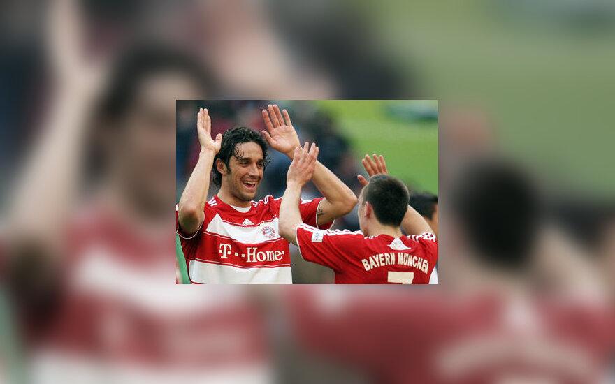 "Luca Toni sveikina Francką Ribery (""Bayern"")"