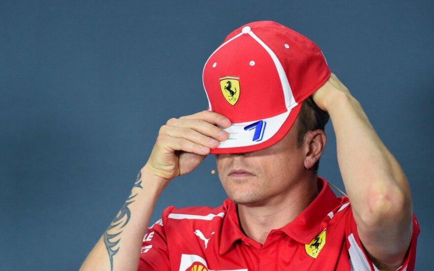 """""""Formulės 1"""" žvaigždė Raikkonenas nubaustas už susidūrimą automobilių aikštelėje"""