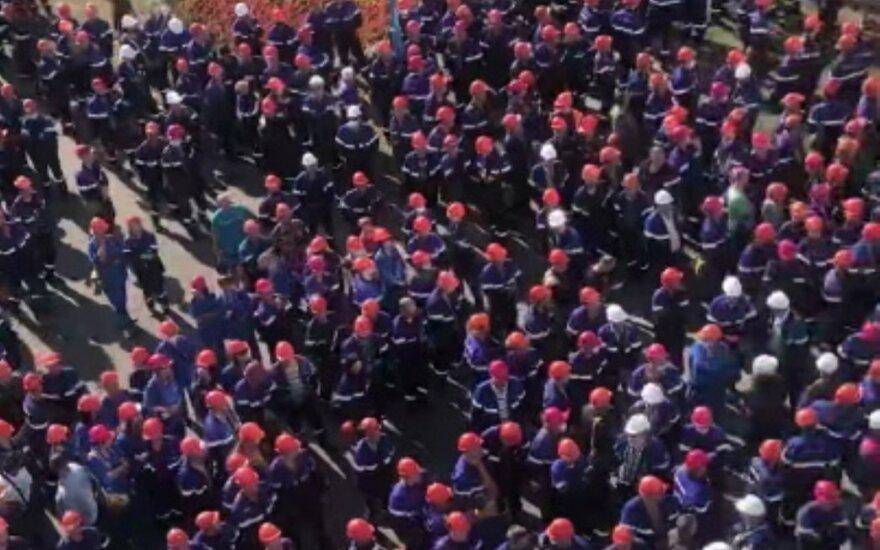 Pildosi Baltarusijos valdžios košmaras: streikuoja dauguma didžiųjų šalies įmonių
