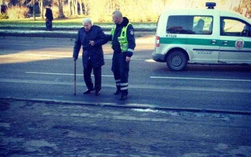 Širdį suvirpino policijos pareigūno poelgis