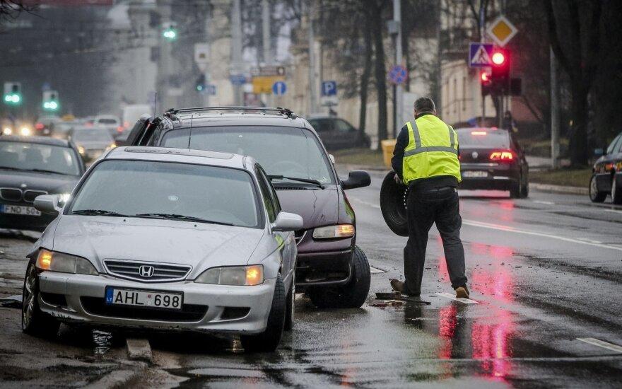 Sunki savaitė vairuotojams: pusšimtis eismo įvykių ir dvi pasiglemžtos gyvybės