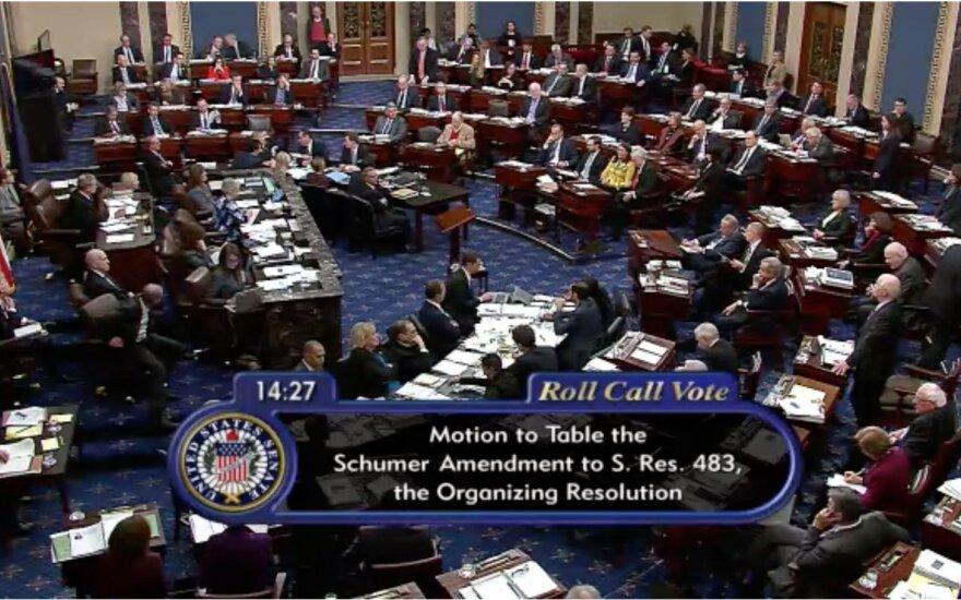 JAV Senatas balsuoja dėl D. Trumpo apkaltos procedūrų