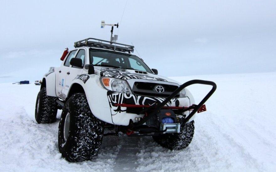 Toyota Hilux visureigis Antarktidoje