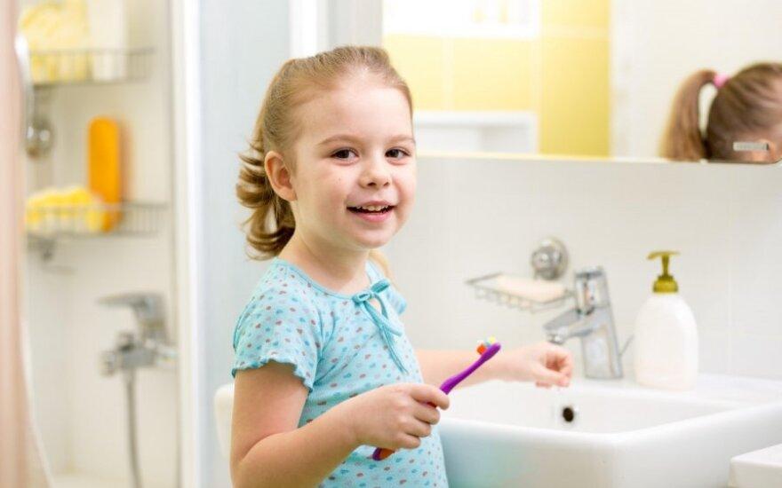 Kaip prižiūrėti mažylių dantis