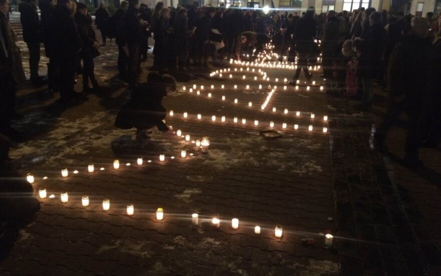 Hundreds honour Mariupol attack victims in Vilnius