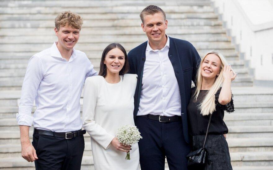 Savo mylimąją vedė krepšininkas Saulius Kuzminskas: vestuves teko derinti prie rinktinėje žaidusio brolio Mindaugo